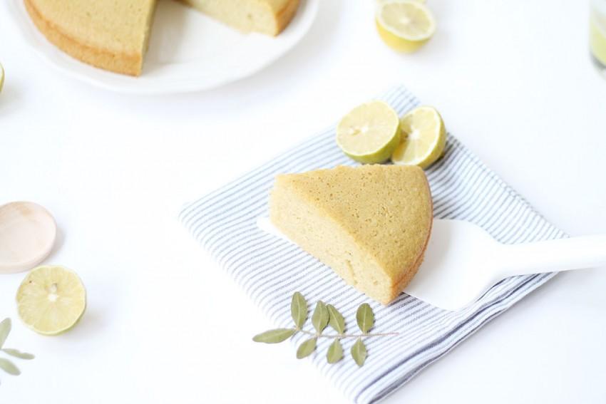 g teau au yaourt sans gluten avec du citron vert et de la fleur d 39 oranger dedans. Black Bedroom Furniture Sets. Home Design Ideas